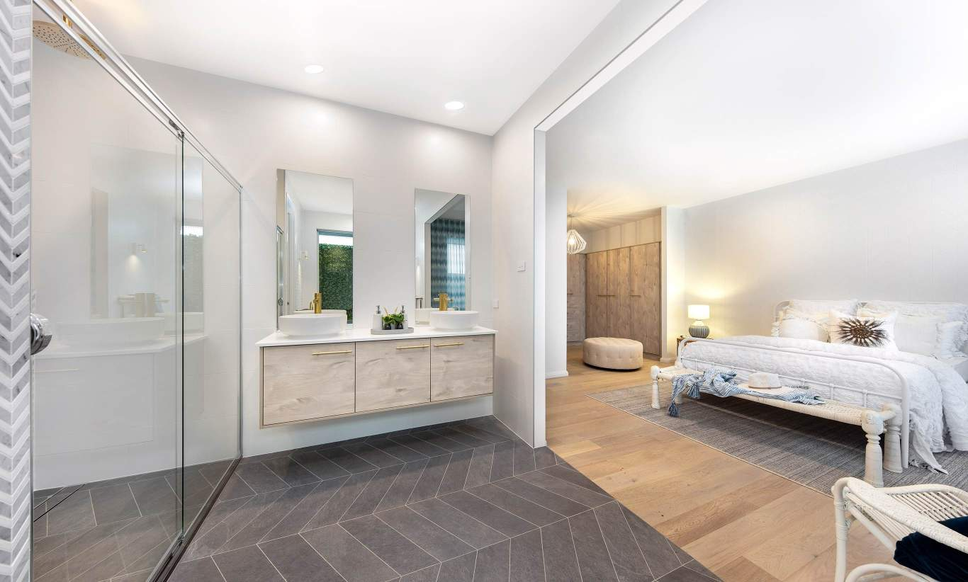 Lakeside- Ensuite and Master Suite